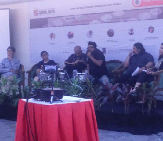 Universitas Atma Jaya Jakarta Gelar Bedah Buku Sejarah Gerakan Mahasiswa '98, Lelaki di Tengah Hujan